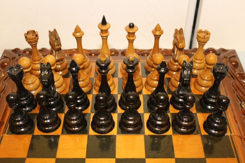 Wooden chess with board art n3